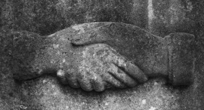 La stretta di mano